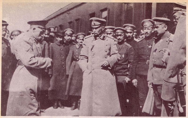 г. Самбор. Командующий 8 армией генерал-от-кавалерии Алексей Брусилов на станции в ожидании прибытия Николая II. Апрель 1915 года (после взятия Перемышля).