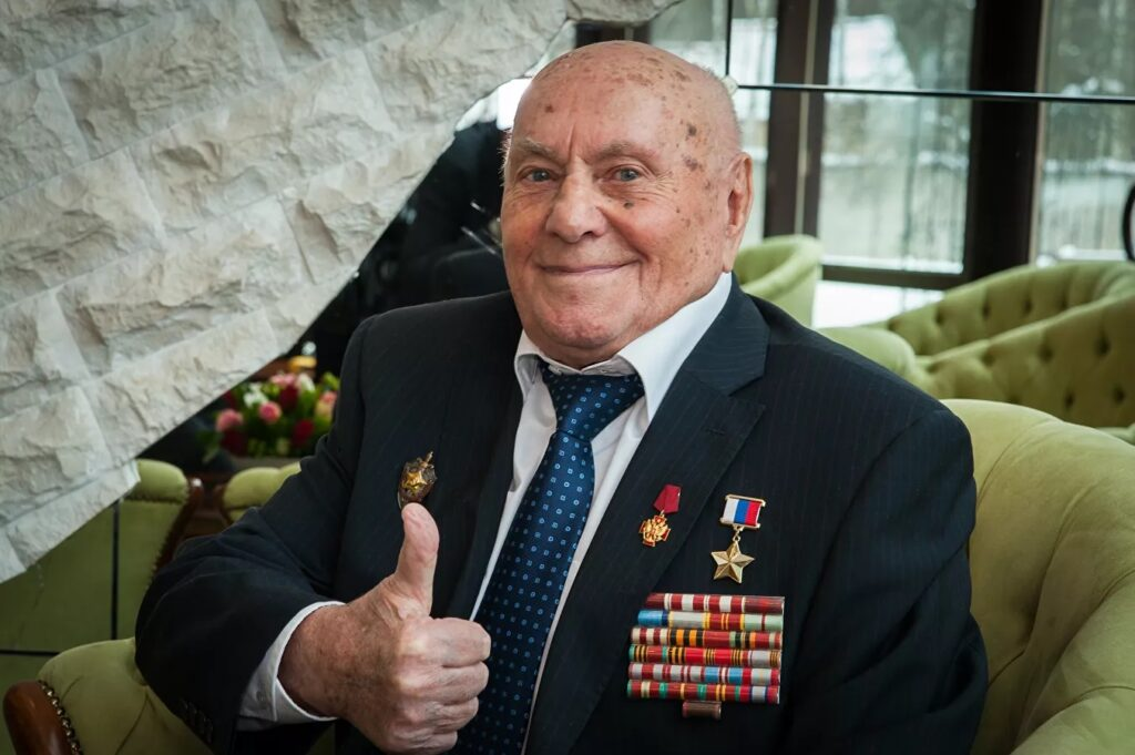 Ботян Алексей (1917-2020), Чертовичи-Чехословакия-Москва