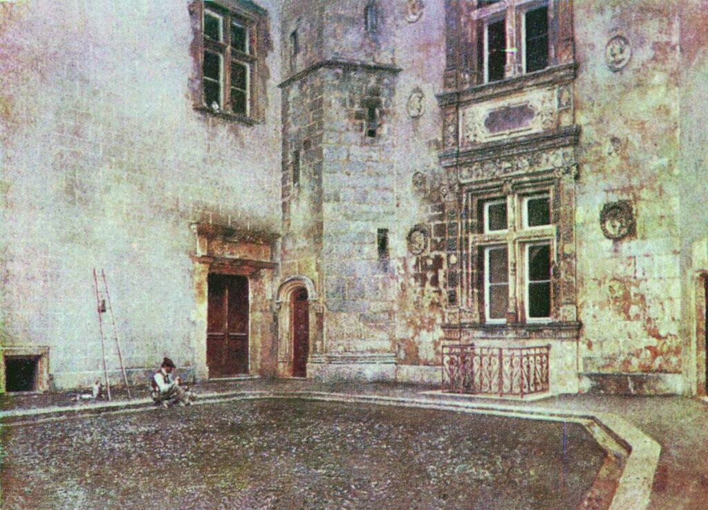 Двор замка, 1883, Похитонов