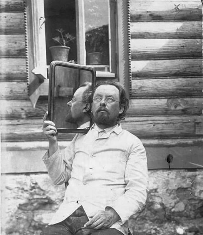 Циолковский с зеркалом