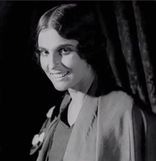 шикарная улыбка советской артистки начала 20 в.